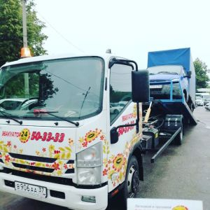 Фото процесса эвакуации грузовика в Иваново